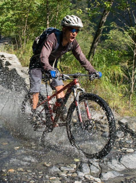biking-around-annapurna-nepal