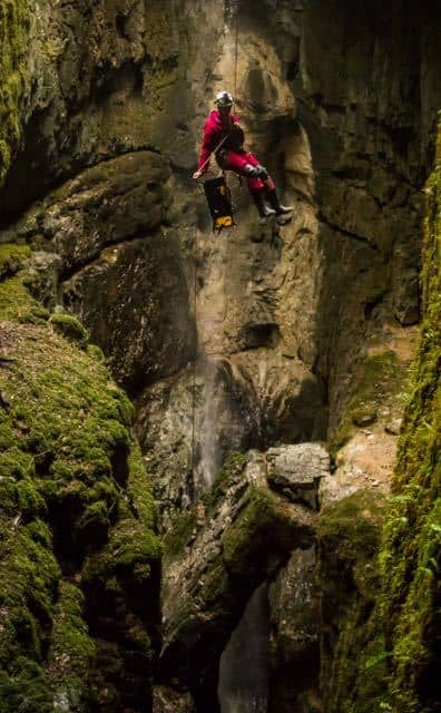 Caver-Abseiling-The-Window-Dolly-Tubs-Yorkshire