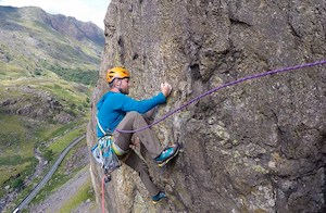 Climber-takes-on-Llanberis-Path
