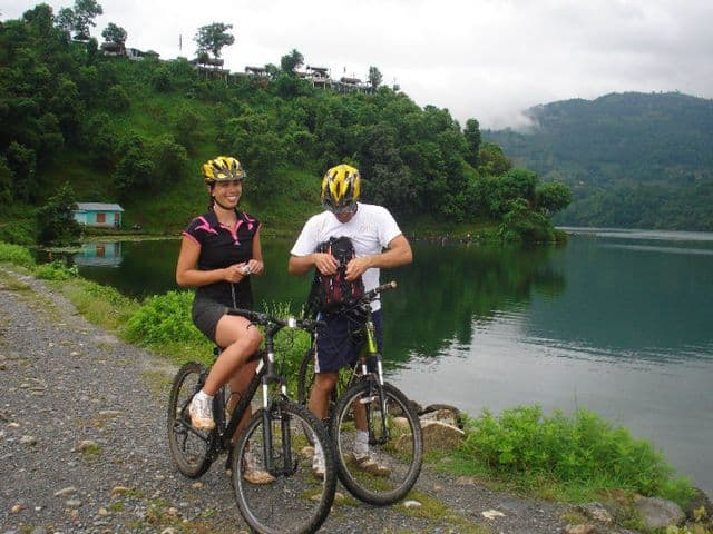 Cycling_round_the_lake_62