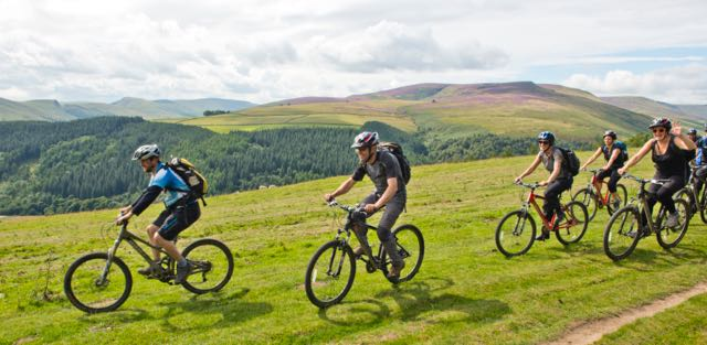 Group-Mountain-Bike-Tour-Peak-District