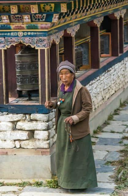 gurung-lady-annapurna-region