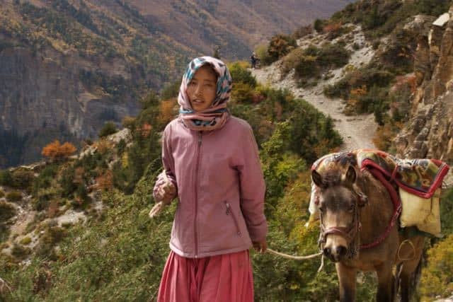 gurung-lady-with-horse