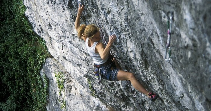 Overhanging-Climb