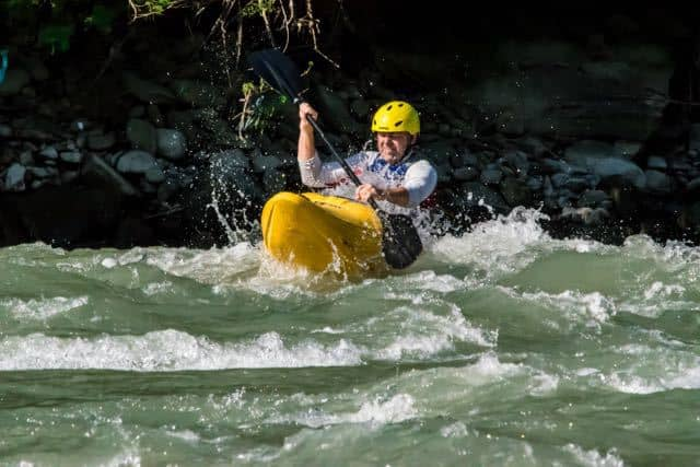Intro-white-water-kayaking-course-nepal