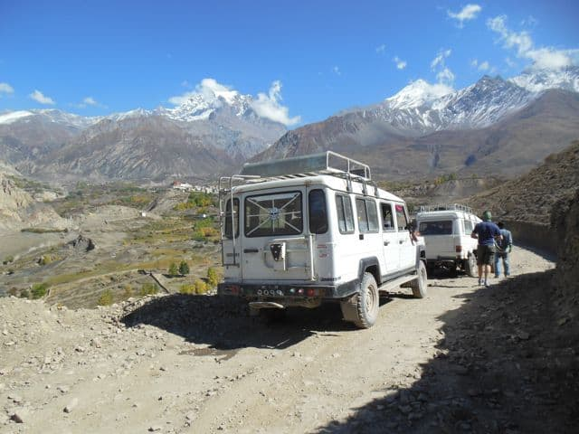 Jeeps_at_Muktinath_44