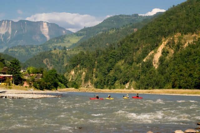 Kayakers-on-the-Sun-Kosi-River