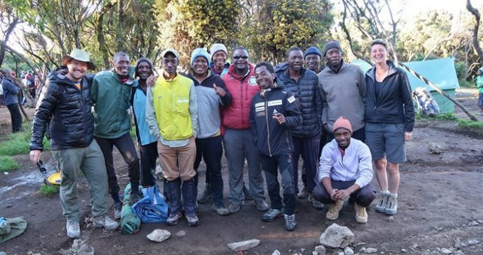 /Large team building charity group climb Kilimanjaro