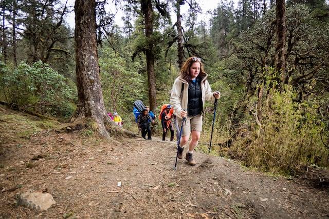 Lady-Trekking-Nepal