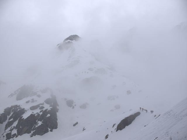 Makalu-Mountain-Clouds-Snow