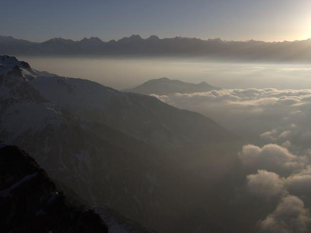 Makalu-Peak-Clouds-Sunrise