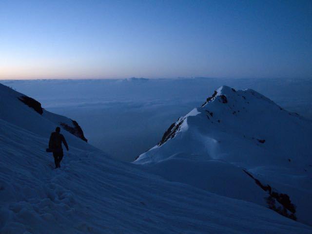 Makalu-Peak-Man-Trekking-Sunset-Clouds