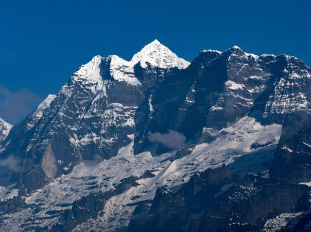 Makalu-Peak-Snowcapped-Mountain