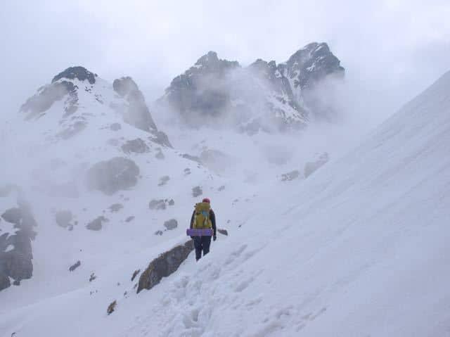 Man-Makalu-Snow-Trek-Mist-Clouds