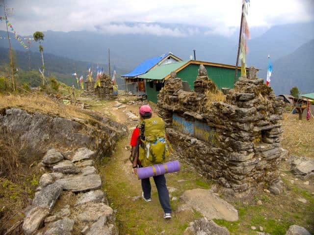 Man-Trekking-Makalu-Village