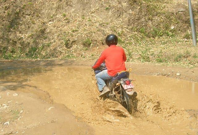 Motorcycling_to_Beluwa_29