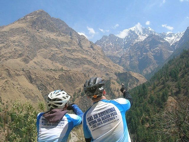 Mountain-Bikers-Picking-Lines-Descent-Nepal