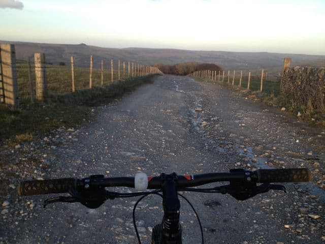 Mountain_biking_at_Mam_Tor_in_the_Peak_District_49
