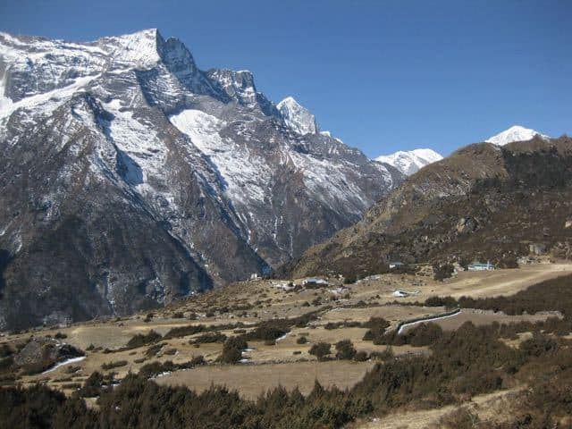 mountains-near-namche-bazaar