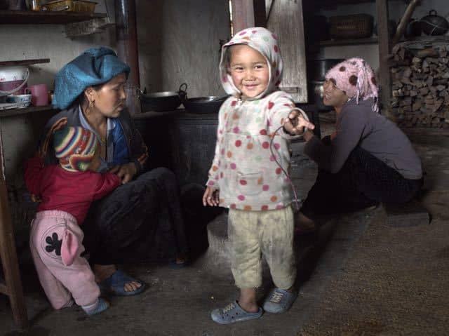 Nepal-Family-Child-Women-Home