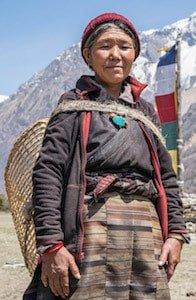 Gurung-Lady-Manaslu-Circuit