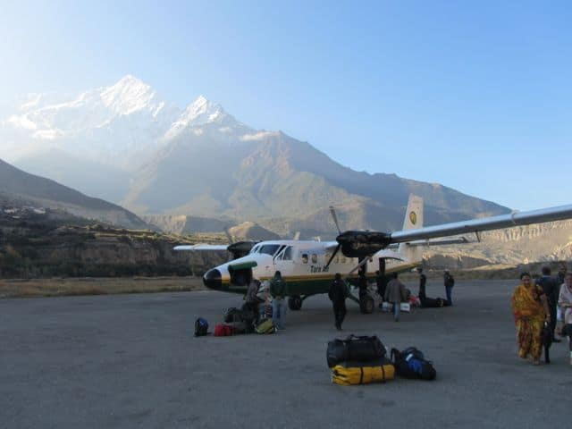 Plane_at_Jomsom_Airport_42