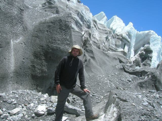 Richard_walking_on_the_glacier_41