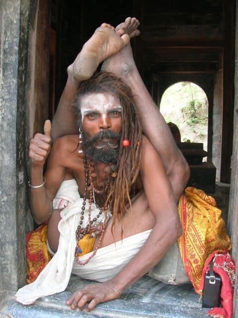 Sadhu_doing_yoga_2
