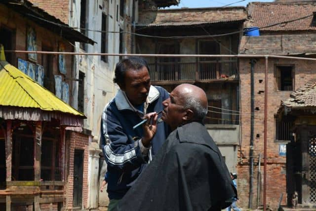 Street_barber_performing_a_shave_33