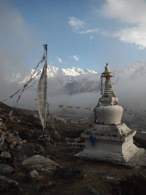 Stupa-and-Mountains-Langtang