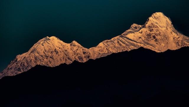 Sunrise-Manaslu-from-Langtang
