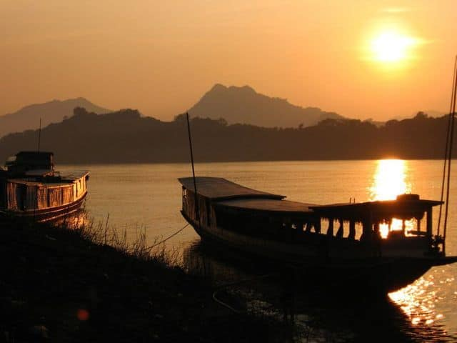 Sunset_on_the_Mekong_at_Luang_Prabang_35