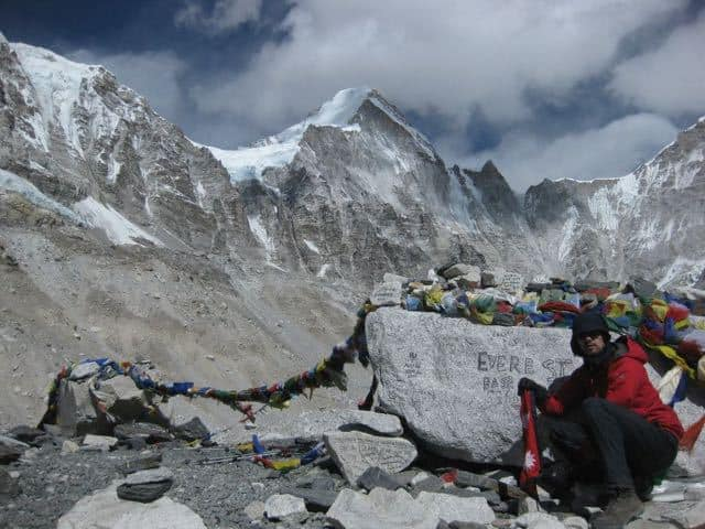 surrounded-by-the-himalaya-at-everest-base-camp