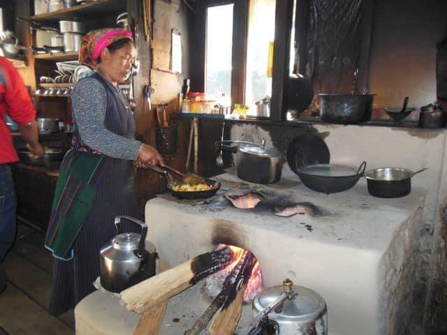 Tamang_lady_-_cooking_37