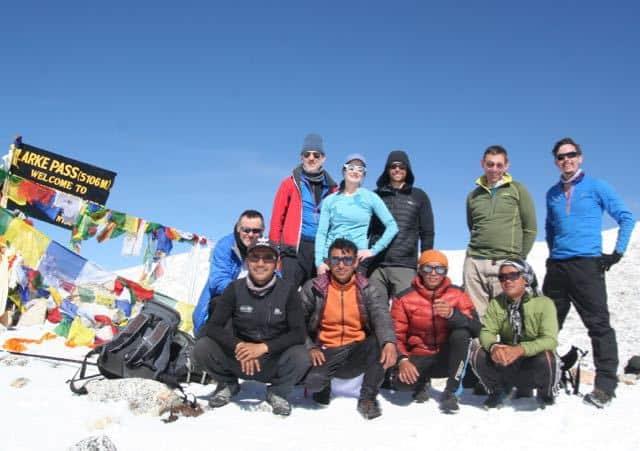 Trekking-Team-on-the-Larkya-La