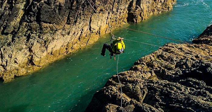 Crossing river by ropes
