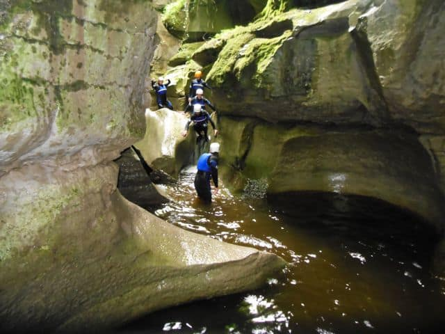Walking_in_the_bottom_of_a_canyon_24