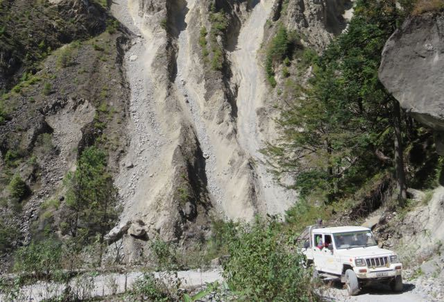 White-Jeep-Makalu-Dusty-Trail