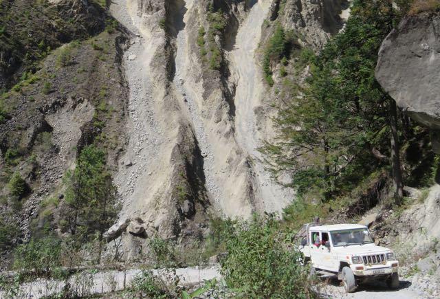 White-Jeep-Makalu-Dusty-Trail