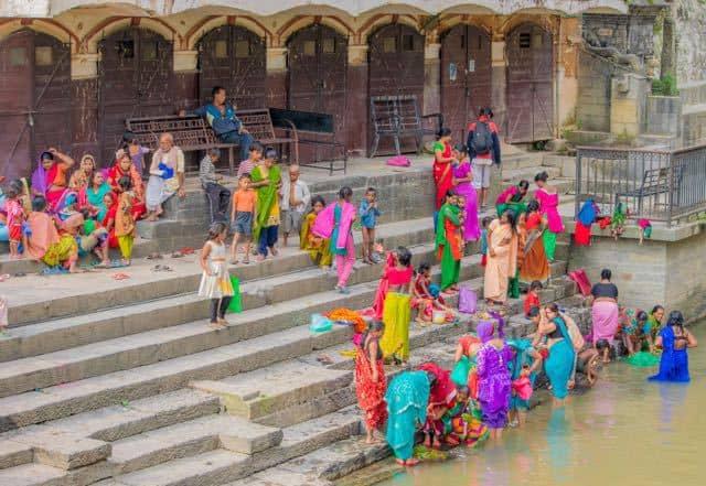 Worshipers-at-Pasnupatinath-Temple