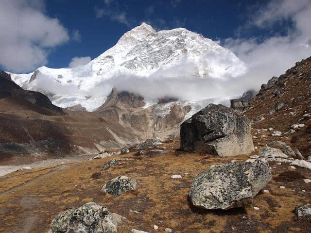 Makalu-Snow-Clouds